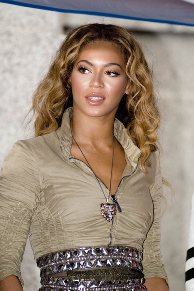 Beyonce With Beautiful Highlighted Waves