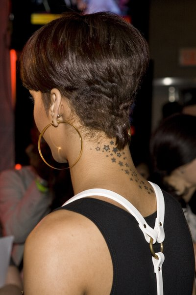 kgapofem rihanna short hairstyles from back